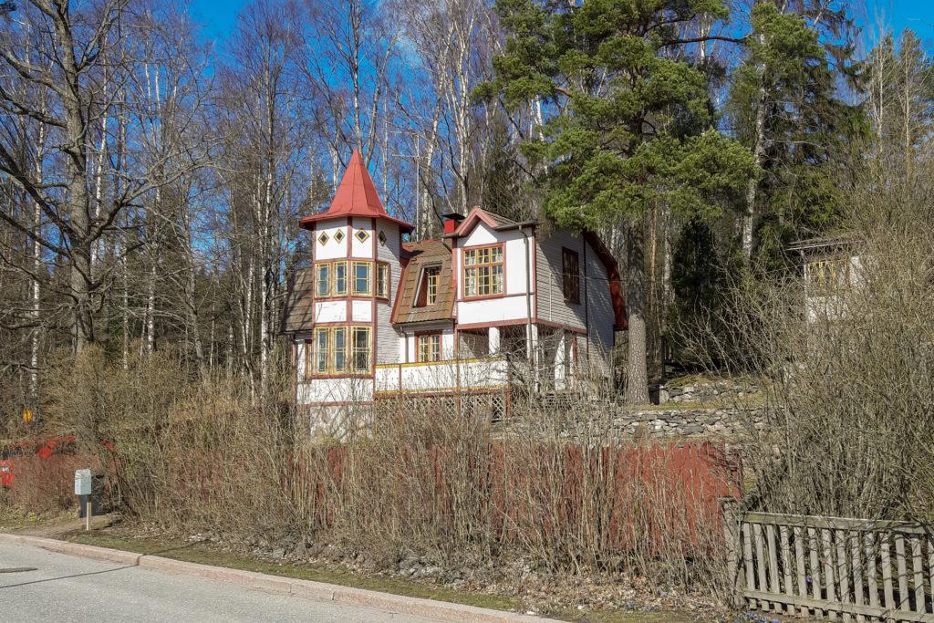domeček s věžičkou